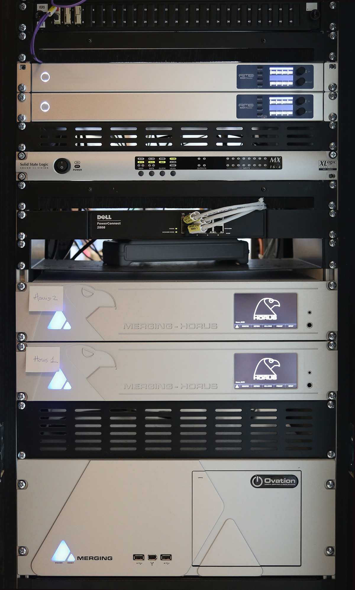 Ovation & Horus rack at La Grande Gallerie de l'Evolution, Paris