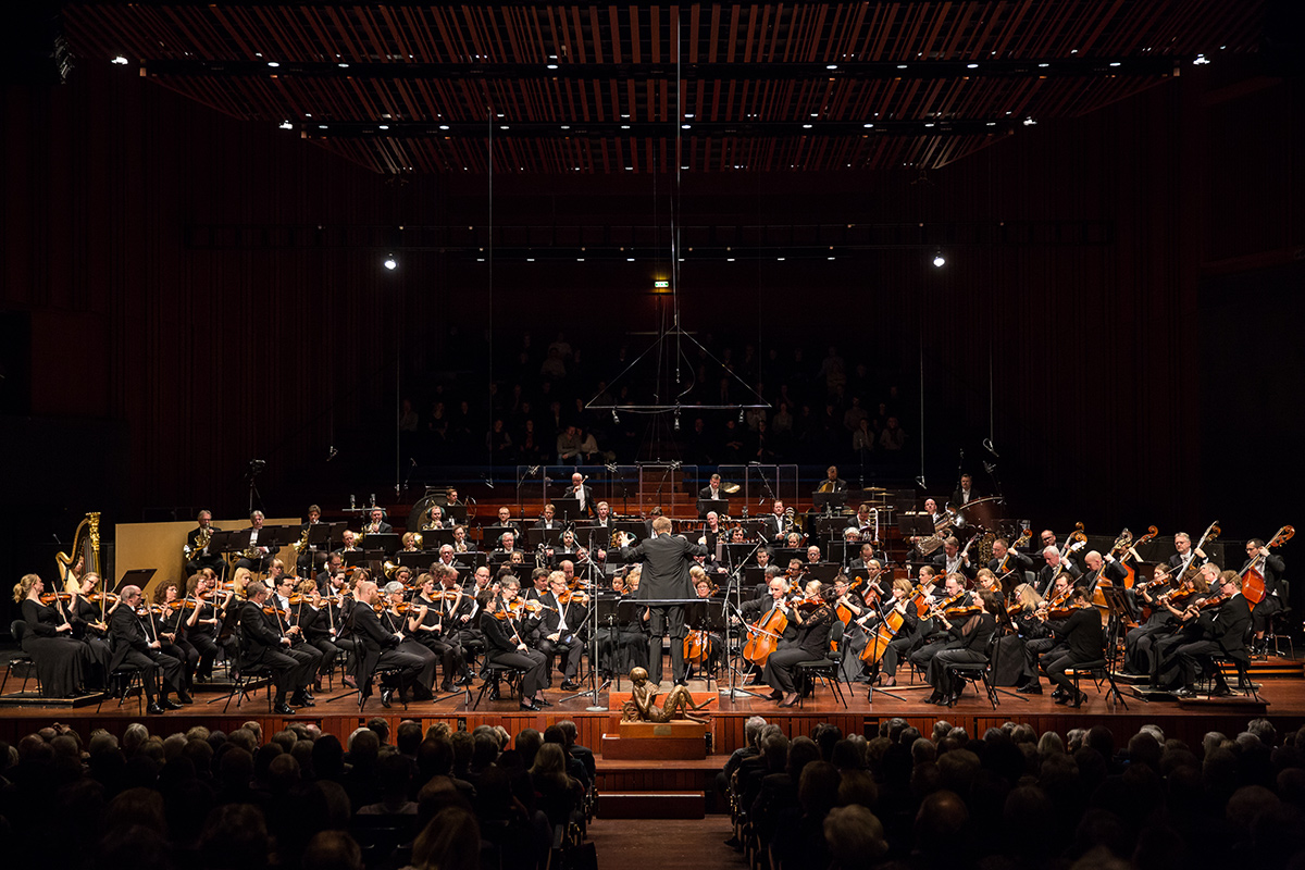 Oslo Philharmonic – Long shot of hall and orchestra